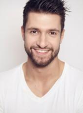 Lukas R.