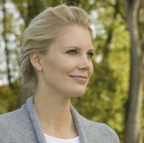 w27,Blond woman in a park,duesseldorf,north-rhine-westphalica,germany,europe